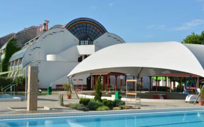 Háromgenerációs Hotel és Üdülőpark Gyulán – A Hőforrás (x)